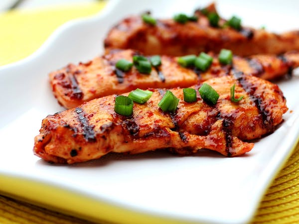 Grilled chicken with chopped scallions